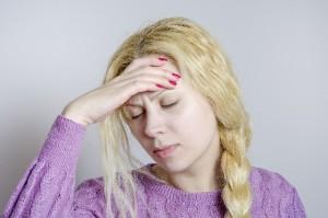 モラルハラスメントの精神的暴力によってだんだん被害者は、不眠症、胃痛、生理不順や過食症、食欲不振や精力減退、円形脱毛症などの外見でわかる症状がでて、うつ病などの精神疾患が発祥!?