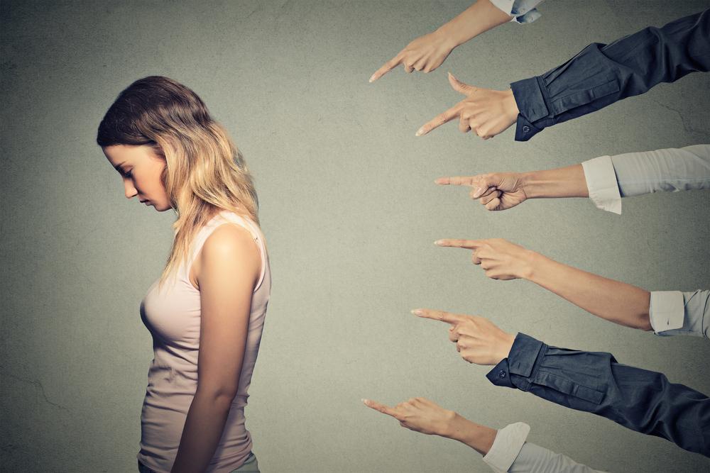 なんでも人のせいにする被害妄想タイプのモラハラ加害者たちは群れる傾向がある。噂を広め、言いふらすために群れる! 13900回以上閲覧された記事です。