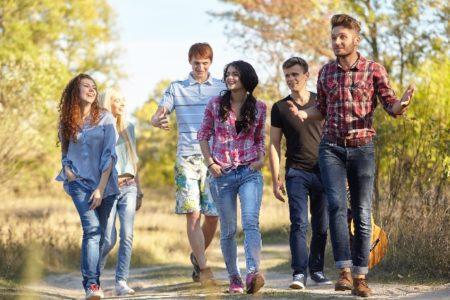 アダルトチルドレンの人は、親が過保護または放任主義であったり、子供に感情の虐待をしていた親の元で育っている場合があります。ですから、親が情に訴えてきても親から離れ経済的に自立することが大切です。