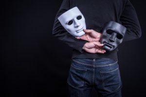 騙されていませんか?モラルハラスメントの加害者は巧みな嘘や歪曲によって被害者と加害者をひっくり返すことがある。