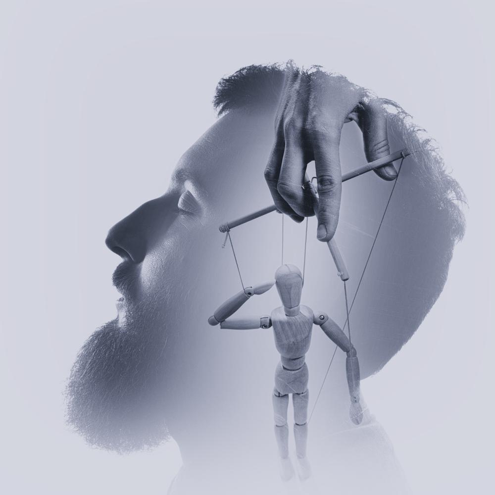 洗脳する人の特徴の1つに、「変性意識を引き起こすのが上手い」というのがあります。変性意識状態は普通の意識状態ではなくて洗脳されやすい意識状態です。相手をこの状態にするのが上手いのです。