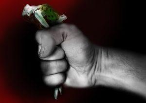 知識があるモラルハラスメントの加害者は「非の打ちどころのない自分を演じるな」「自分の弱さを隠すな!」と心を開くことを良いことだとして心を開かせてからジワジワ傷つけていくところです。