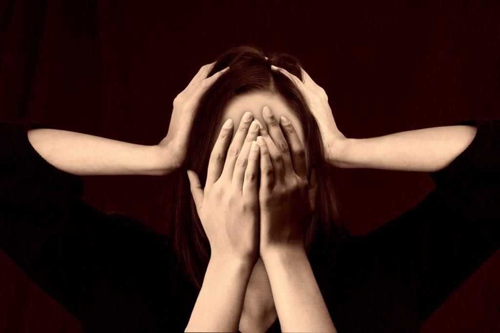モラルハラスメントの加害者は被害者を精神的に追い詰めて孤立させる。そして混乱していることを嘘つきだとすり替えて「嘘つきなお前は誰も信じられないのだよ」とさらに追い詰めていく!