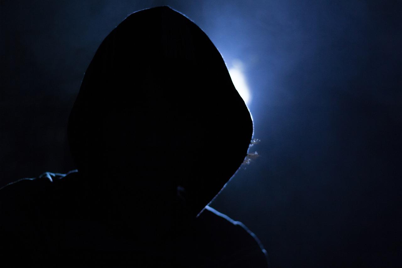 隠れてコソコソ小さな嫌がらせをたくさん行う者は 一部の犯罪者と同じなのです。